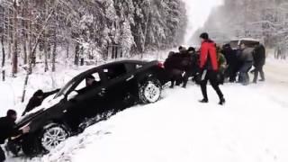 Kara Saplanan Aracı Kurtarmak, Yer Rusya ise Çekiciye Gerek Yok