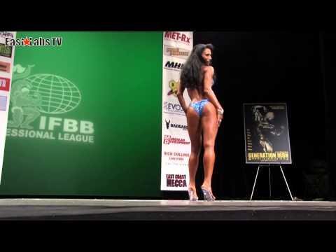 NEW YORK PRO 2013  Bikini semifinale 1