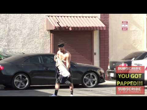 Shannon Holtzapffel shirtless outside Dancing With The Stars Studios in Hollywood streaming vf