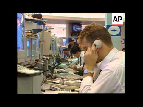 UK: LONDON: STOCK EXCHANGE WATCHES WALL STREET ANXIOUSLY