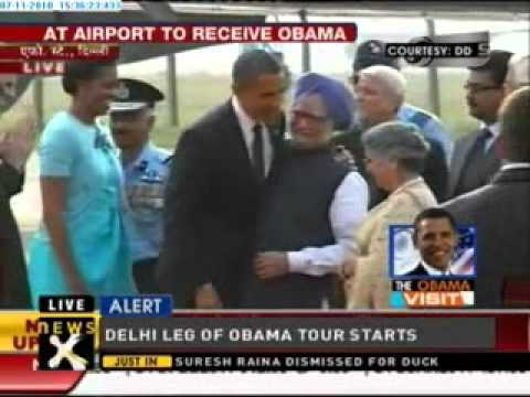 Manmohan Singh receives Obamas at Delhi airport