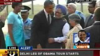 Manmohan receives Obamas at Delhi airport