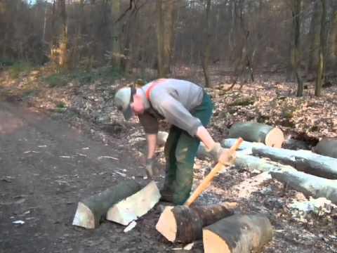 Bauernhaus Wustweiler Brennholz Meterstucke Spalten Mit Spalthammer