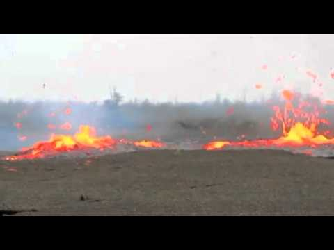 Fissure eruption in Hawaii - Big Island - March 5, 2011.mp4