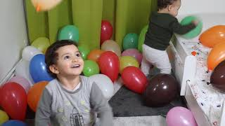 kids playing with Balloons and Learns colors, kids boys