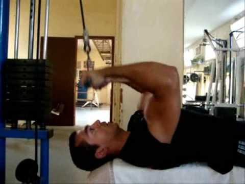 Biceps Curl Allongé à La Poulie Haute Youtube