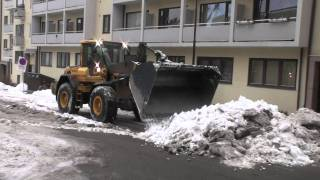 Volvo L90F clearing snow off the street