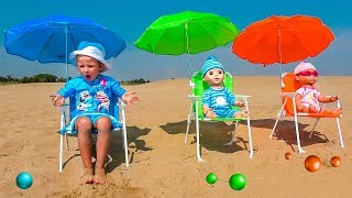 Kids playing on the beach with Dolls and colors Balls Toys