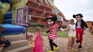 видео Отдых с детьми на Черном море 2018: недорогие отели, семейные пансионаты, гостиницы, санатории для отдыха с ребенком