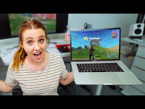 2018 Macbook Pro - FIRST TIME PLAYING FORTNITE 😂