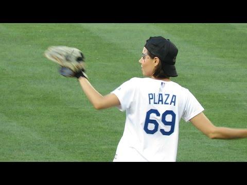 Aubrey Plaza aka @evilhag has a Wicked Arm!