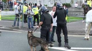 EDL Manchester - Man remonstrates with police
