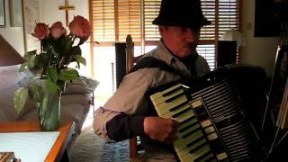Variations on Am Weihnachtsbaum die Lichter brennen - vintage Hohner accordion
