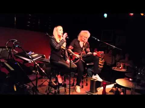 """Brian May and Kerry Ellis """" We Will Rock You """" 19/01/16"""