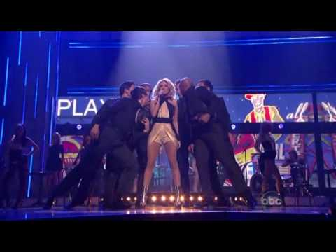 Carrie Underwood / Cowboy Casanova (Live Performance)