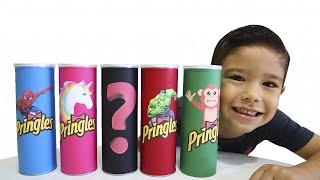 RAFAEL e os PRINGLES MÁGICOS | Kids Pretend SuperHero with Magic Chips الشبس السحري !!