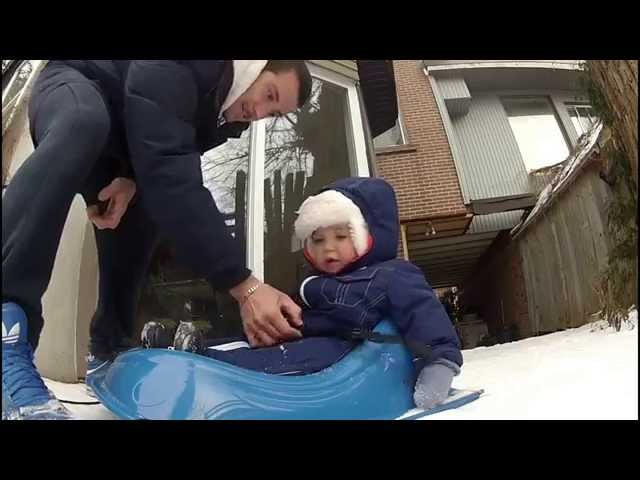 Charlotte en Luge dans le jardin Travel Video