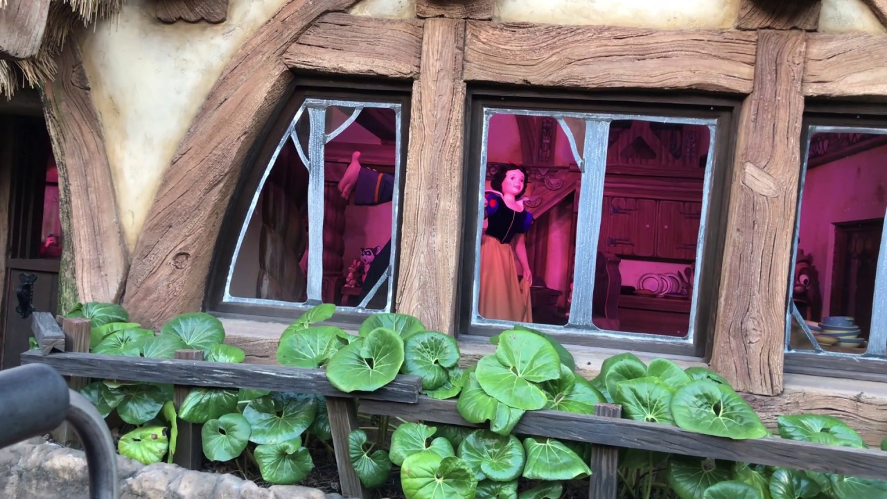 Seven Dwarfs Mine Train Ending - Snow White Dances