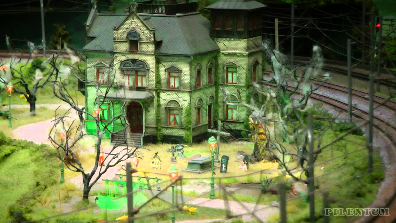 The Little Horror House in HO Gauge with Cemetery in the Netherlands