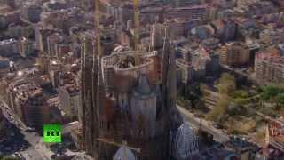 Un futurista video 3D muestra cómo será la Sagrada Familia terminada en 2026(En el video se aprecia cómo será el templo de la Sagrada Familia, una de las mayores joyas arquitectónicas de la humanidad, cuando termine su construcción ..., 2013-10-03T07:55:25.000Z)