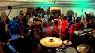 RETROVERSIÓN orquesta para bodas y fiestas. Grupo de versiones 80´s, 90´s y más