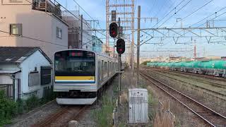 JR鶴見線安善駅を入線.発車する列車。
