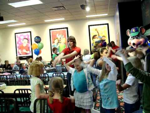 Lindsey Hosting Birthday Party At Chuck E Cheese Youtube