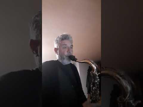 Professor Vacca ci allieta con il suo sax al tempo del Coronavirus.