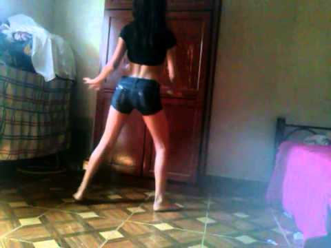 Lucylene´ '-'   - Mc Luan Ella Joga o Bum Bum thumbnail