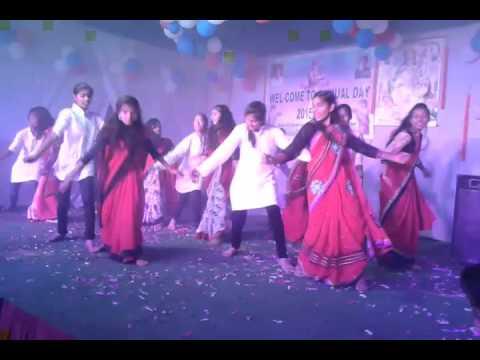Tukur Tukur Dek Phataphat Bollywood Song ..