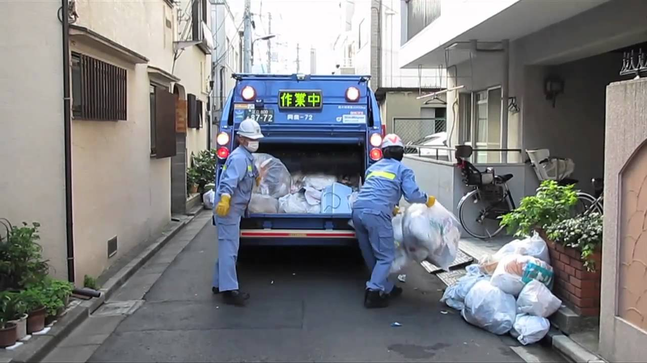 Tokyo Garbage Collection Truck Hd Video Youtube