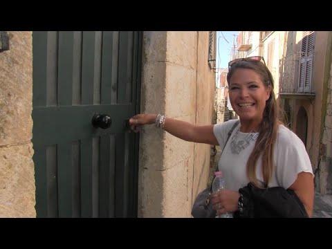 """Cecilia, l'argentina che ha comprato casa a un euro in Sicilia: """"Voglio vivere qui"""""""