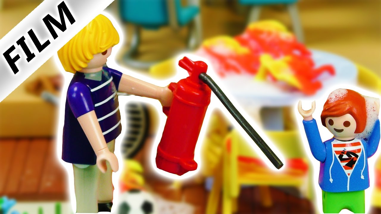 playmobil film deutsch feuer es brennt bei familie vogel neue gartenm bel abgebrannt youtube. Black Bedroom Furniture Sets. Home Design Ideas