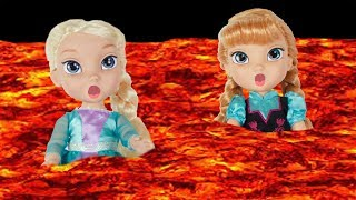 The Floor is Lava with FROZEN Elsa & Anna toddlers dolls! Come Play Fun  Anna eats Candy-Olaf Melts