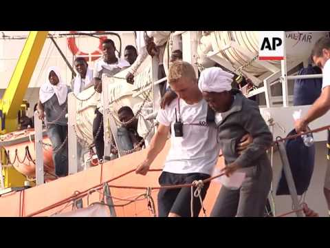 Migrant gives birth at sea before arriving in Italy