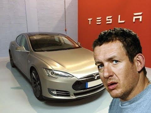 Dany Boon parle de sa Tesla Model S sur TF1 dans l'émission Les enfants de la TV
