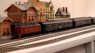 ROCO HO スウェーデンDa型電機(品番62532)+客車3両(品番45815ほか) thumbnail