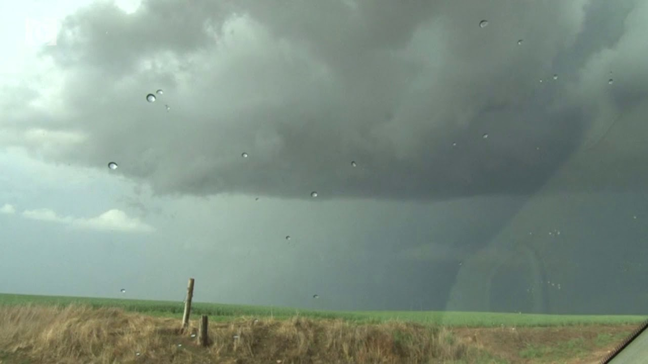 Tornado belt hits central U S  with high winds and hail