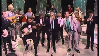 The Pogues & The Dubliners - The Irish Rover - Live
