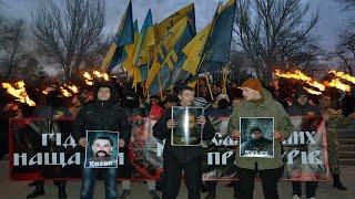 В Одессе в память о погибших бойцах Азова прошел факельный марш(В Одессе погибших под Широкино одесситов с позывными Акела, Казак, Кутуз, которые воевали в полке бойцов..., 2016-02-14T17:58:53.000Z)