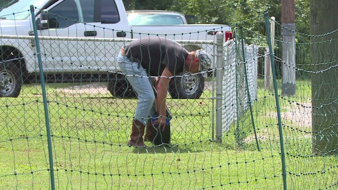Parents outraged after man puts electric fence up next to bus stop