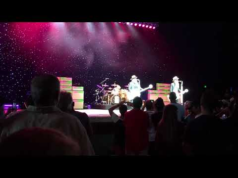 ZZ Top - Legs live @ Rose Music Center. Huber Heights, Ohio 9-24-17