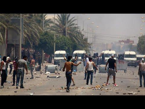 شاهد: تجدد صدامات بين محتجين يشكون البطالة والشرطة في ولاية تطاوين التونسية …  - 19:01-2020 / 6 / 23