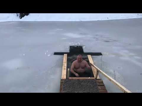 Igor Dodon s-a scăldat în apă rece de Bobotează