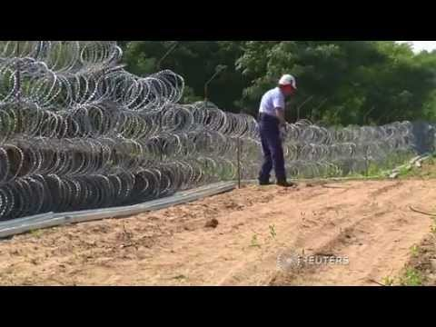 France criticises Hungary's fence to stop migrants