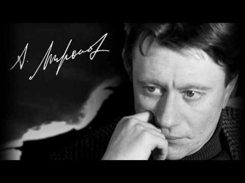 В главной роли – Андрей Миронов. К 76-летию со дня рождения