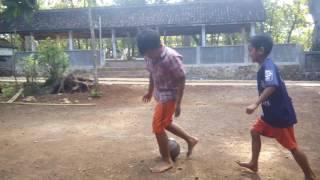 Masa kecil ,Cuma sepak bola anak kampung