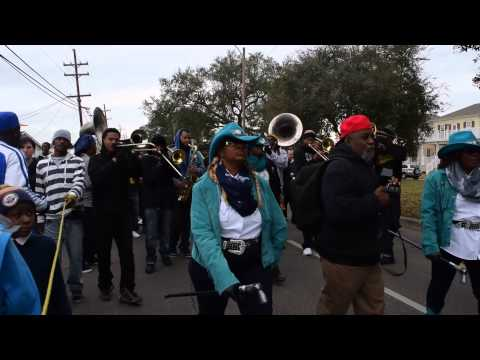 New Orleans second line marching band (Outkast) So fresh so clean