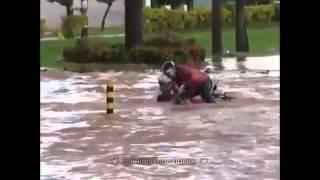 Chute moto dans l'eau