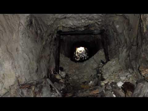 Заброшенная золото рудная штольня в горе Копна месторождение Копна